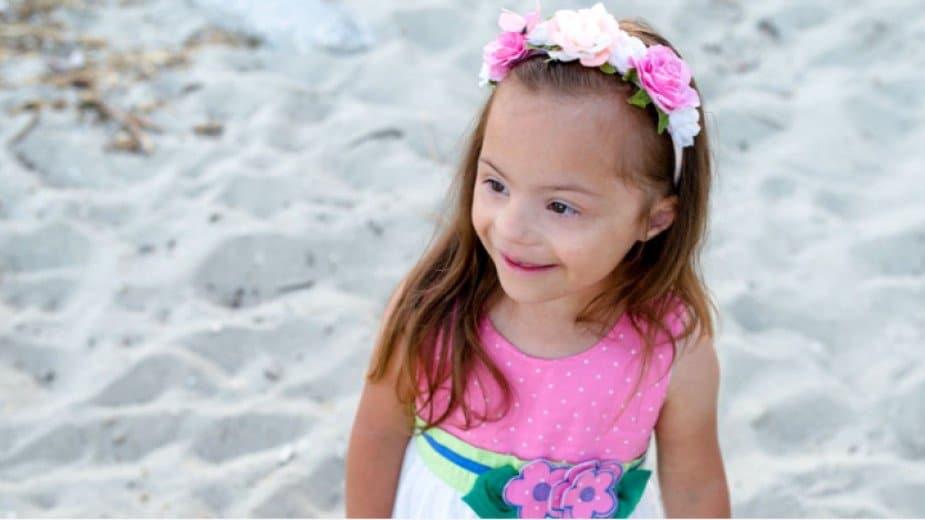 Слънчевата Микаела расте в щастлив свят въпреки едната хромозома в повече